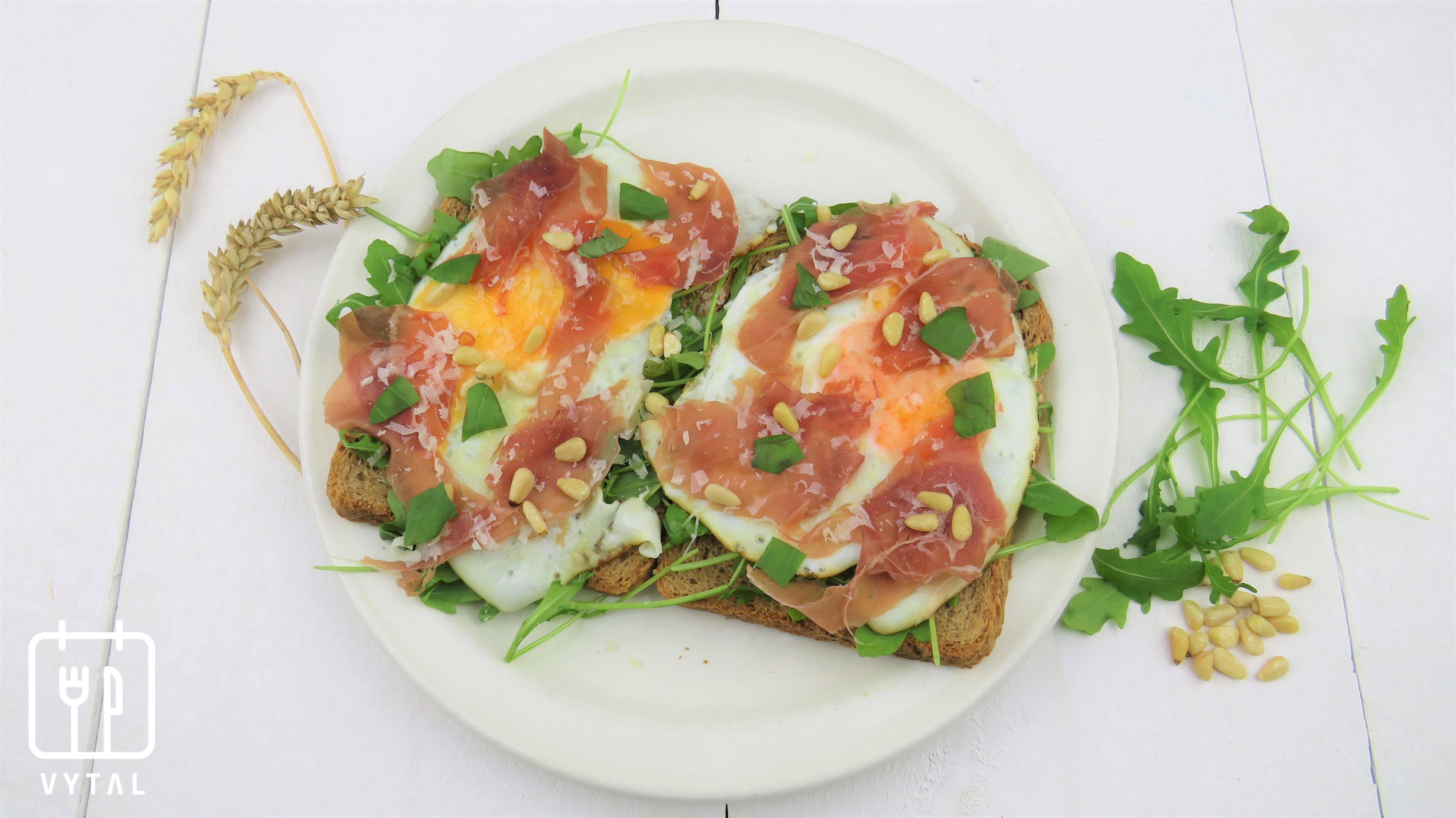 VYTAL recepten: Volkorenbrood met gebakken ei en rauwe ham